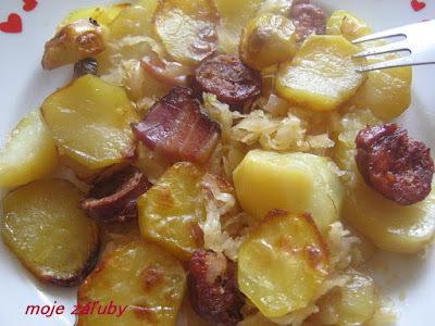 Pečené zemiaky na kyslej kapuste
