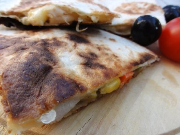Quesadillas (kesadilje) sa piletinom i povrćem