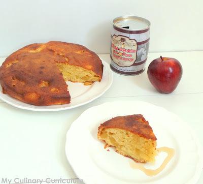 Gâteau aux pommes caramélisées au sirop d'érable (Cake with Caramelized Apples in Maple Syrup)