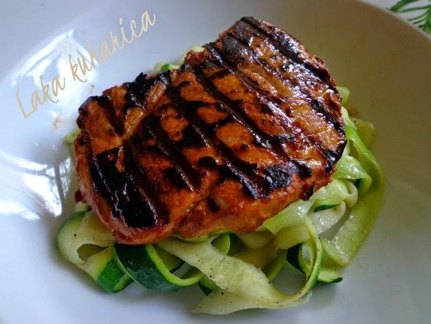 Odresci sa širokim rezancima od tikvica :: Pan-grilled pork with zucchini garlic ribbons