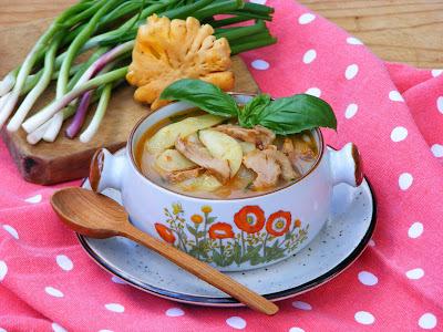 Rókagombás, bazsalikomos zöldpaszuly leves