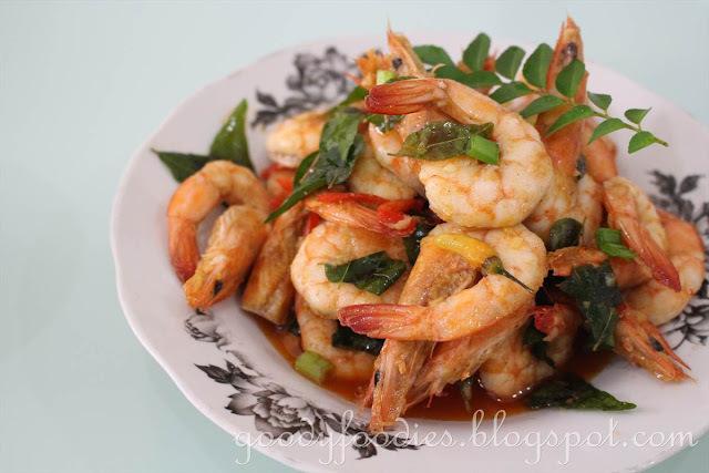 Recipe: Stir Fried Prawns with Garlic, Curry Leaf and Chilli