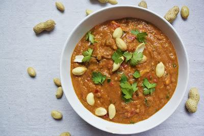 Kuře s lilkem, batáty a arašídovým máslem, inspirované Afrikou - African chicken peanut stew