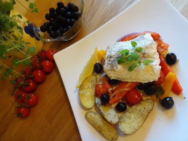 Steinbit 'en papilotte' med middelhavsgrønnsaker & ovnsbakte mandelpoteter ✿