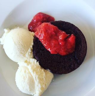 Chokoladekage m. flydende midte til 1 person.