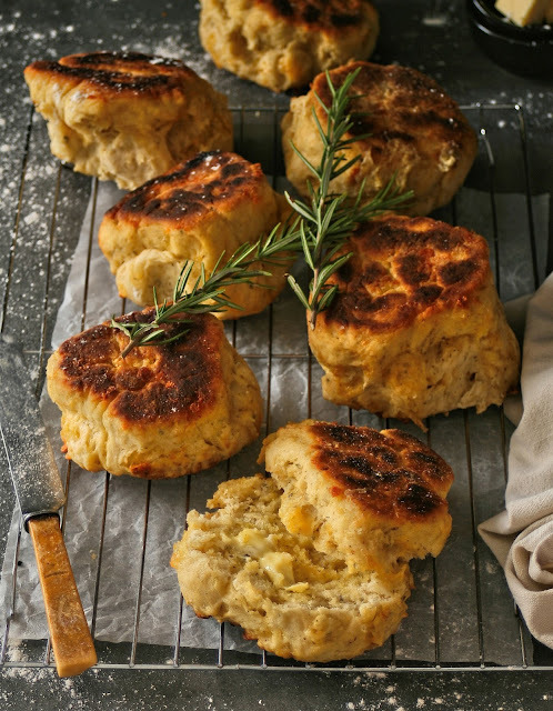 10 Minute Cheese and Herb Rolls