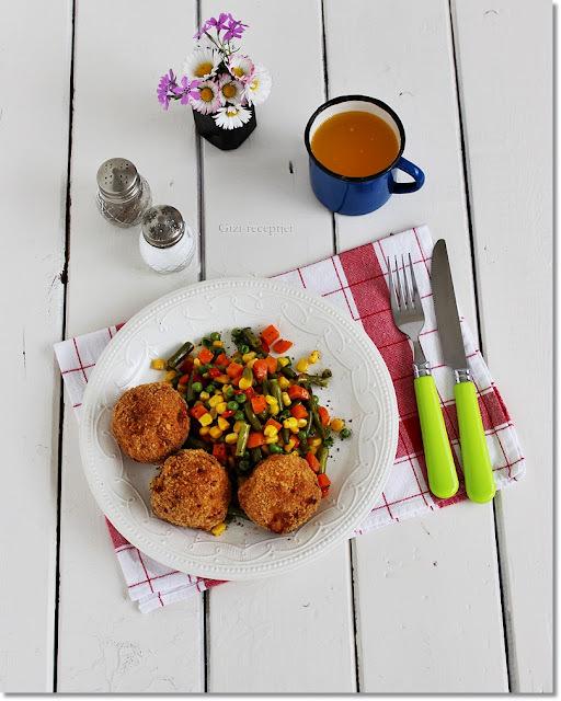 Sütőben sütött csirkemell fasírt párolt zöldséggel.
