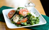 Σαλάτα με σπανάκι, τόνο και ντομάτα