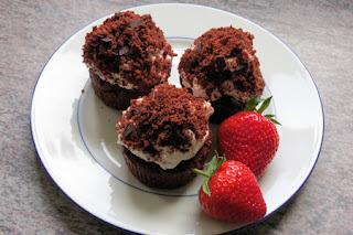 Maulwurf-Muffins mit Erdbeeren