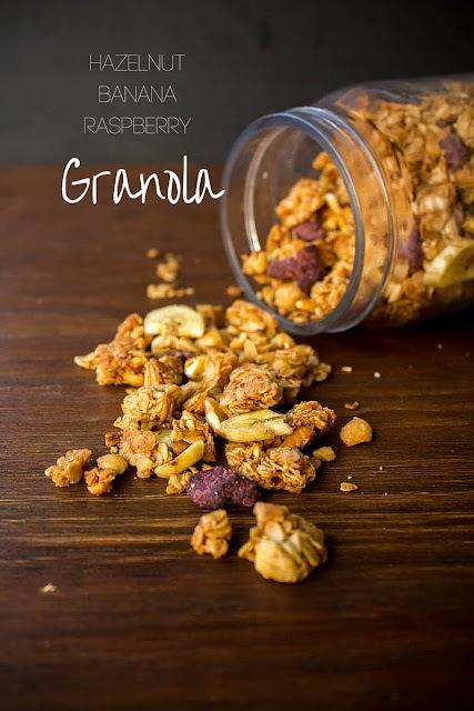 Granola με φουντούκια, μπανάνα και raspberries