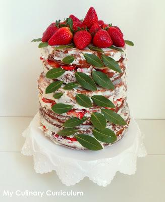 Nude cake  ou naked cake aux fraises / Pièce montée (Strawberries nude cake)