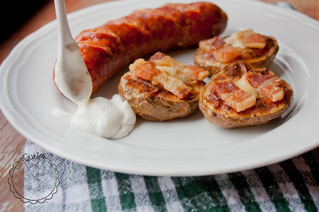 Pole sa slaninom i sirom / Potato Halves with Bacon and Cheese
