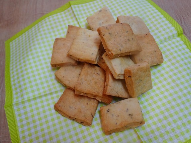 Galettes salées ou biscuits salés au sésame et à l'origan