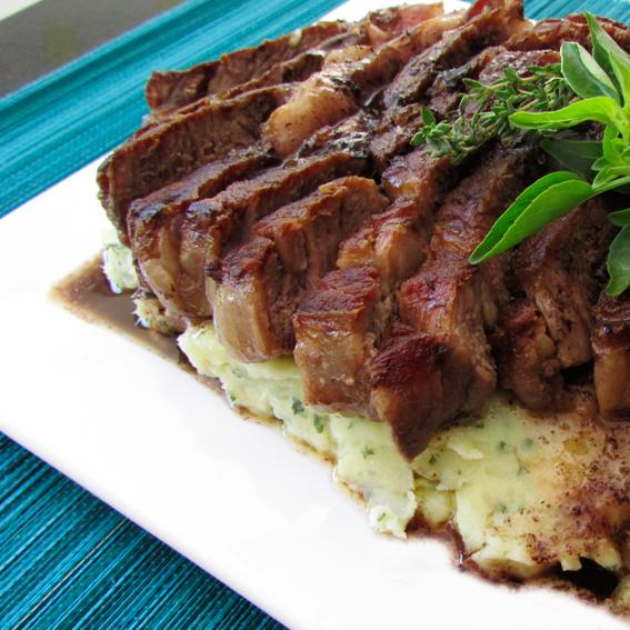 """Steak com purê de batata doce a la """"Homem das Cavernas"""""""