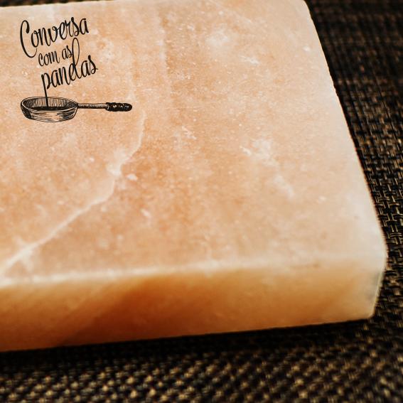 Conversa com as panelas 14 – Tábua (ou placa) de sal rosa do Himalaia