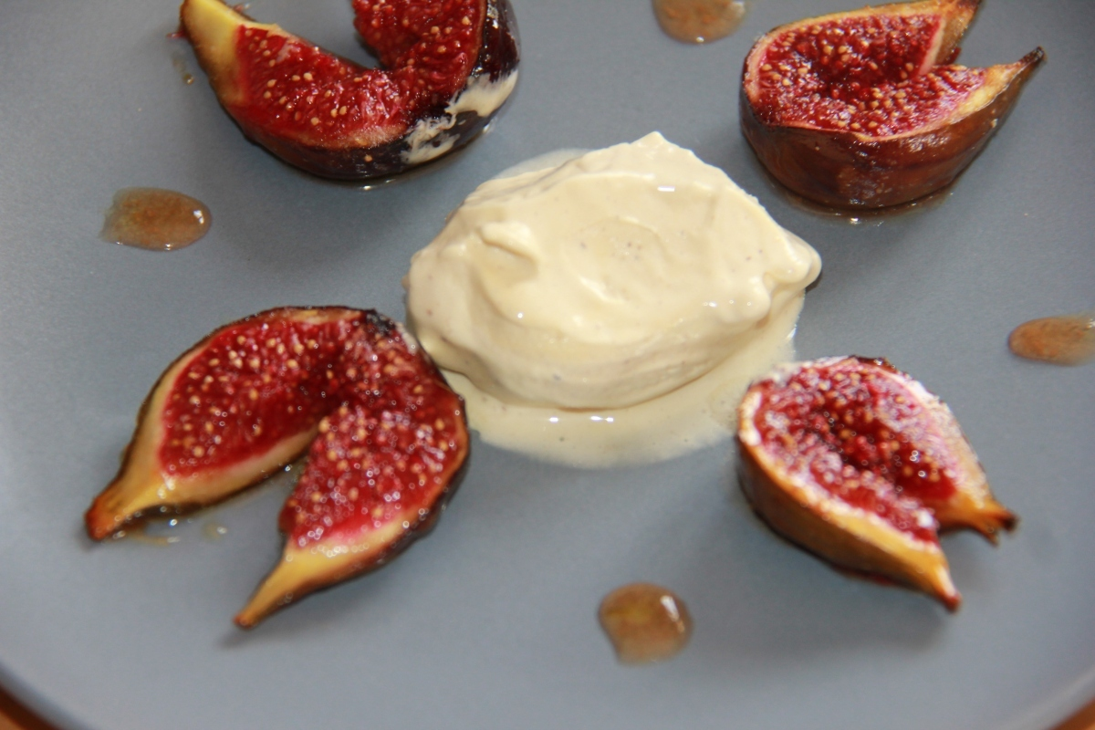 Figues roties au Miel & sa glace vanille
