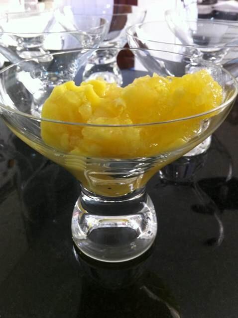 Doce gelado de abacaxi