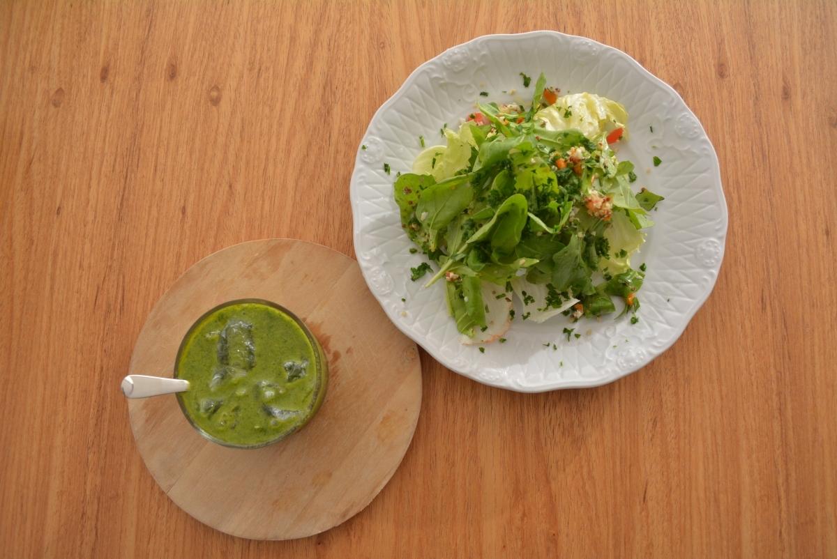RECEITA: Salada verde com molho verde de ervas