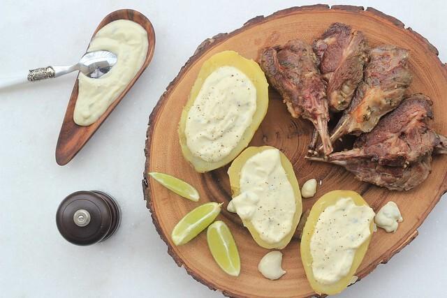 Carré de cordeiro e batata com creme de gorgonzola em menos de 1h