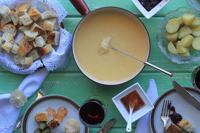 Fondue de queijo simples e caseiro