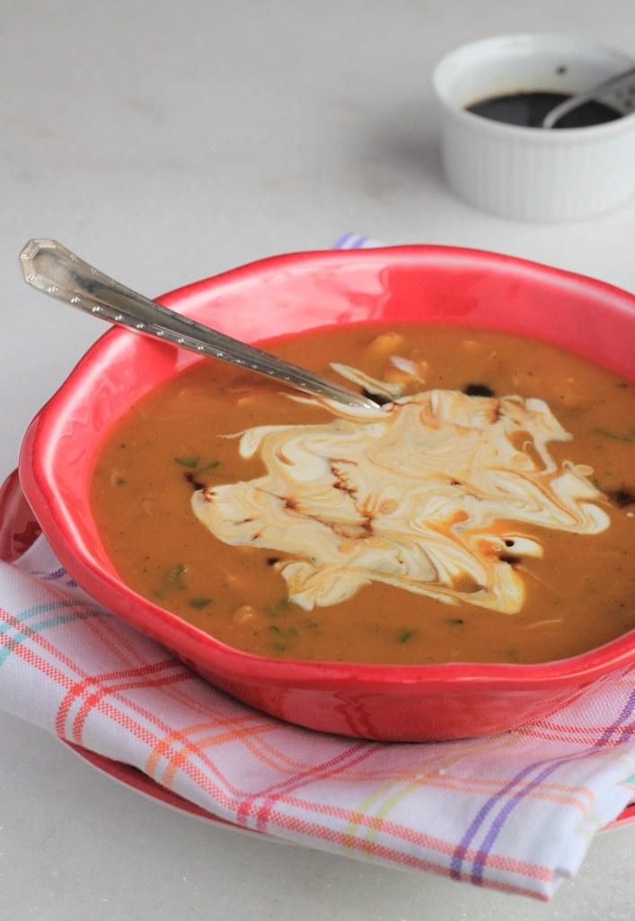 Sopa cremosa perfeita de abóbora com frango
