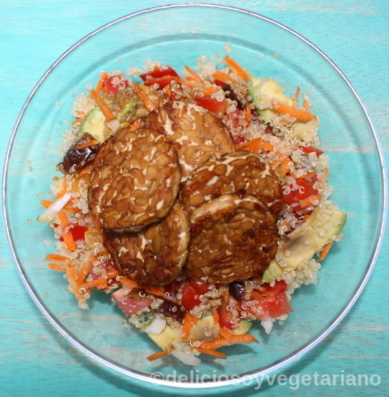 Ensalada de Quinoa con Tempeh y Fruta