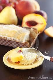 Bolo de pêssegos com uvas