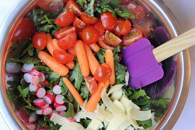 Salada variada com quinoa