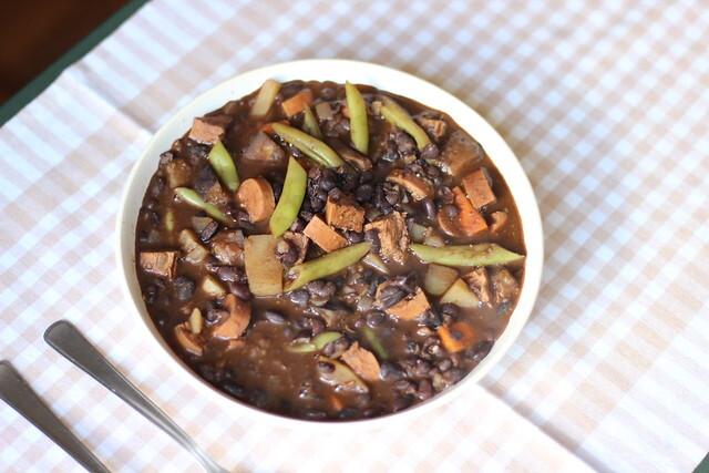 Feijoada vegetariana / Vegetarian Brazilian bean stew