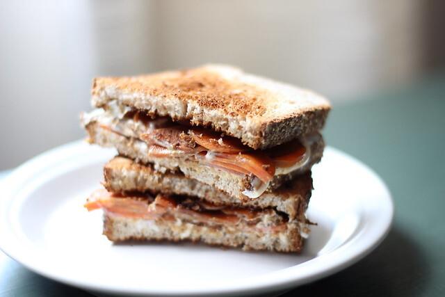 Sanduíche de cenoura caramelizada e cream cheese / Caramelized carrot and cream cheese sandwich