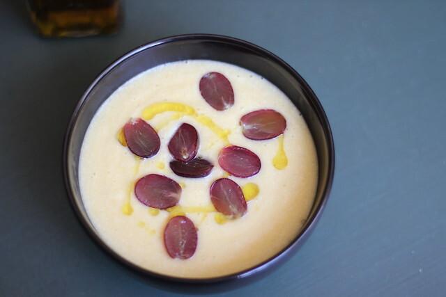 Sopa de baroa e amêndoas / Arracacha and almond soup