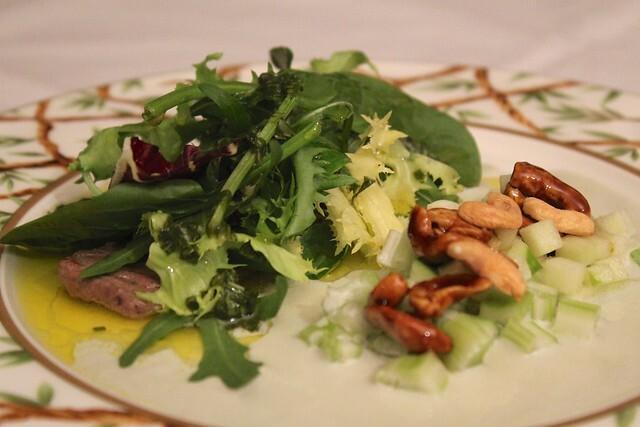 A minha versão da salada Waldorf com escalope de bife
