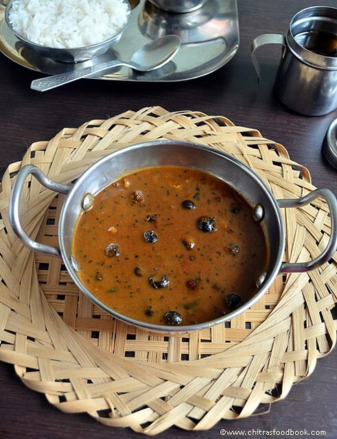 SUNDAKKAI VATHAL KUZHAMBU RECIPE(TURKEY BERRY GRAVY)