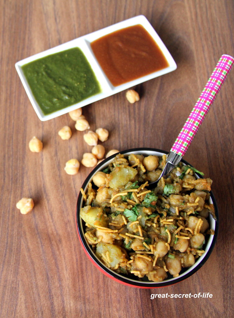Aloo Chana Chaat - Aloo Channa Chaat - Potatoes chickpeas chaat - Simple snack recipe