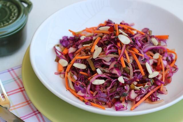 Salada de repolho roxo com molho picante