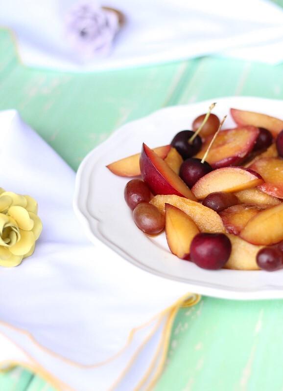 Salada de frutas que sai da mesmice e dá vontade de comer