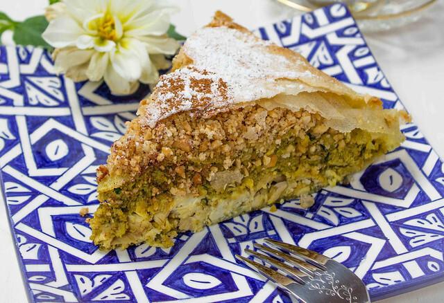 Pastela Marroquí de Pollo con Almendras