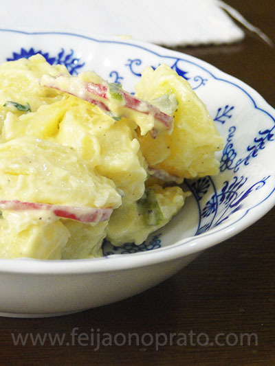Salada de batata com rabanete e molho de raiz forte