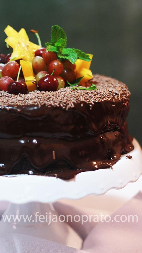 Um bolo de brigadeiro para um menino que já não quer mais velinhas e *frufrus