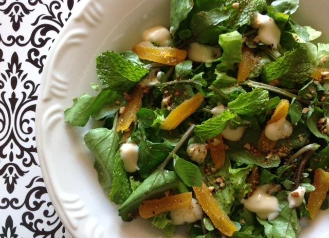 salada verde em potinhos