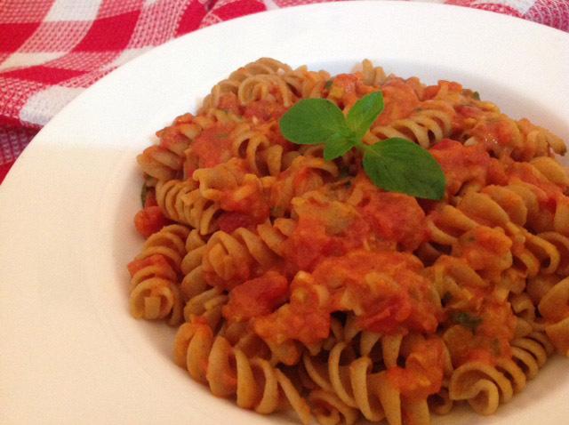 Macarrão com molho de tomate e vodca