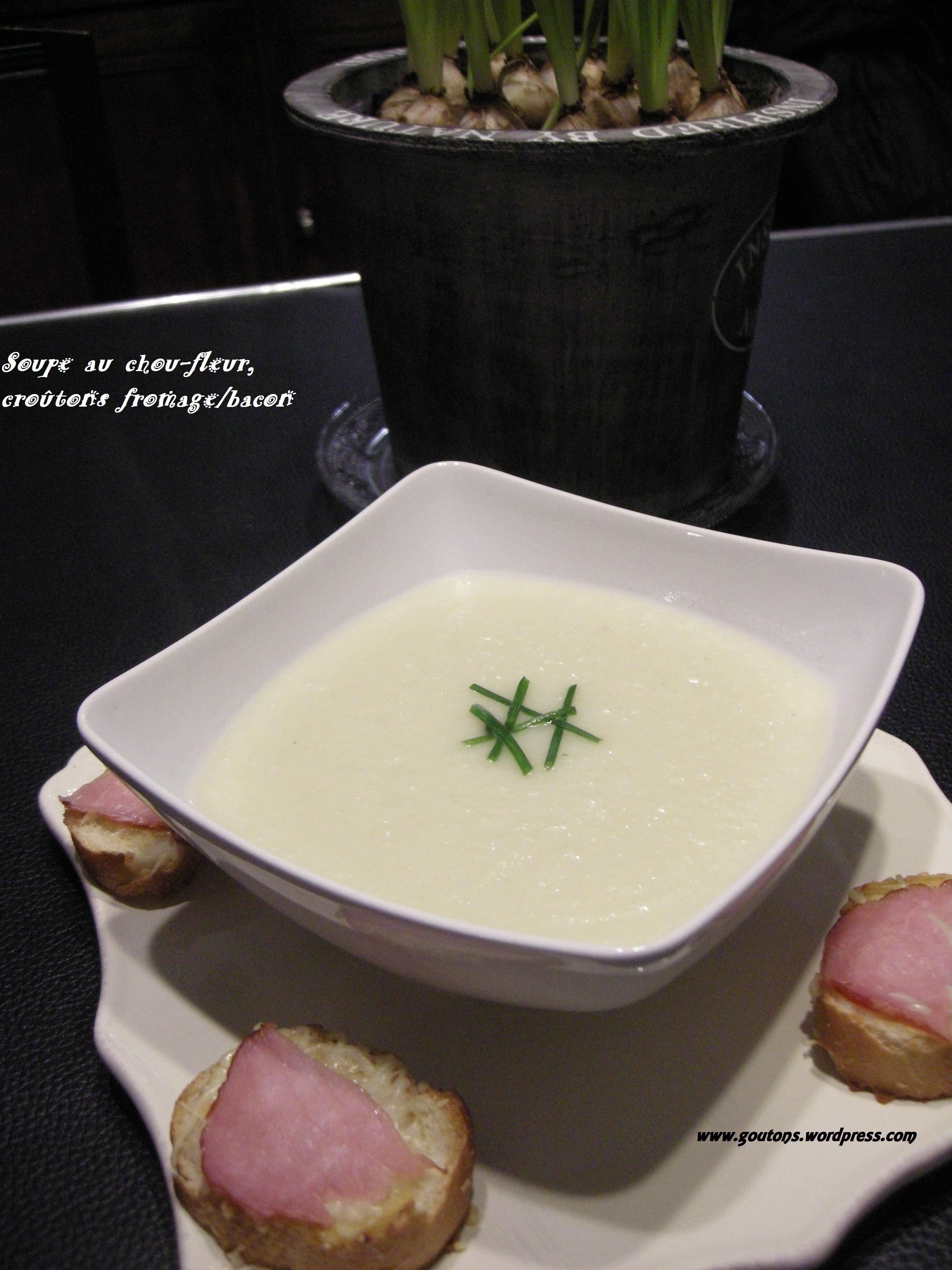 Soupe au chou-fleur, croûtons fromage/bacon