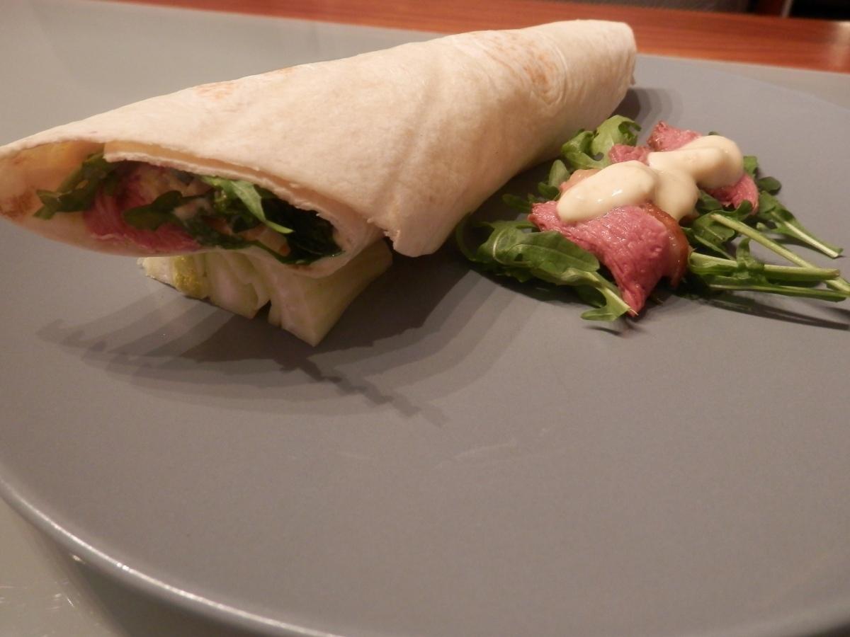 tortilla s kačacím mäsom a mandarinkovým jogurtom