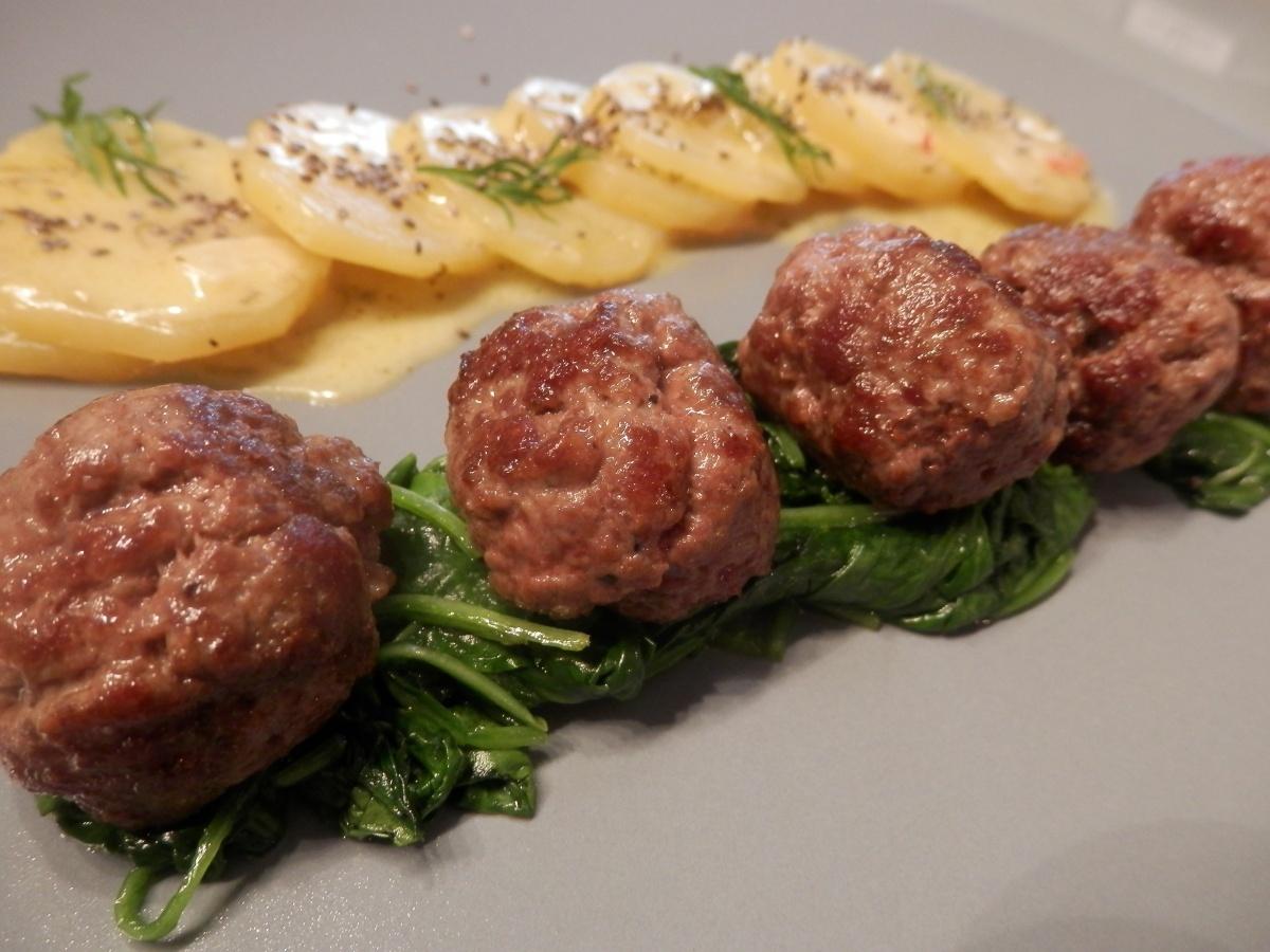 mäsové guličky so smotanovými zemiakmi