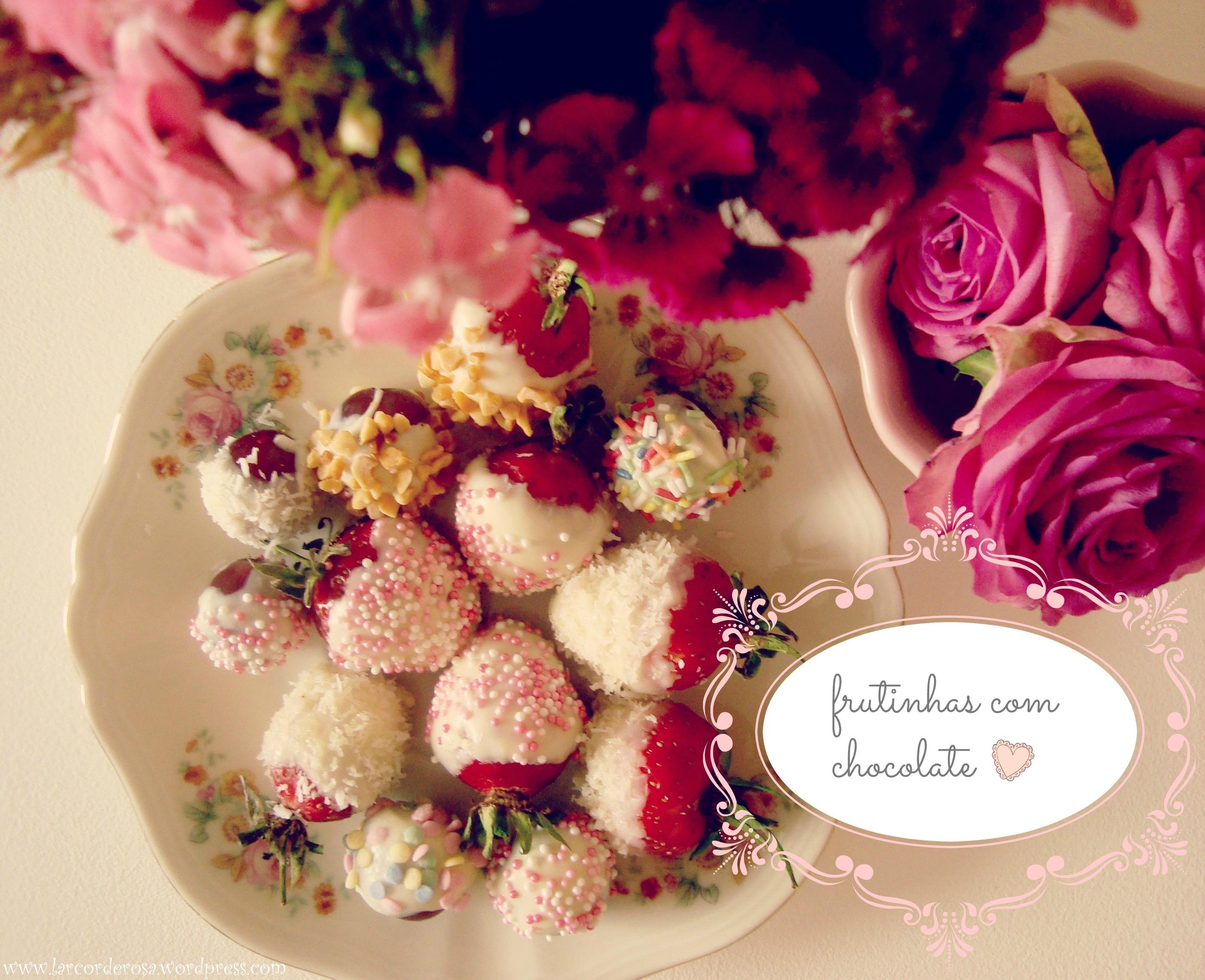 Frutinhas cobertas com chocolate e shake de melancia ♥