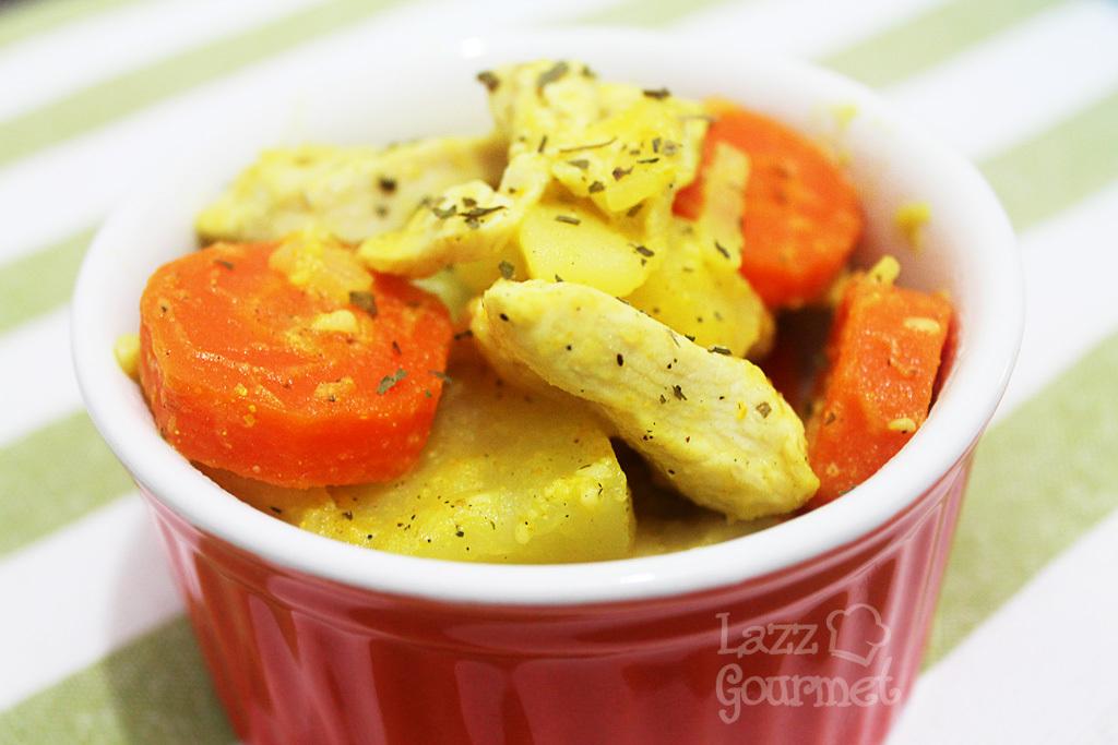 Salada de Frango com Legumes e Curry