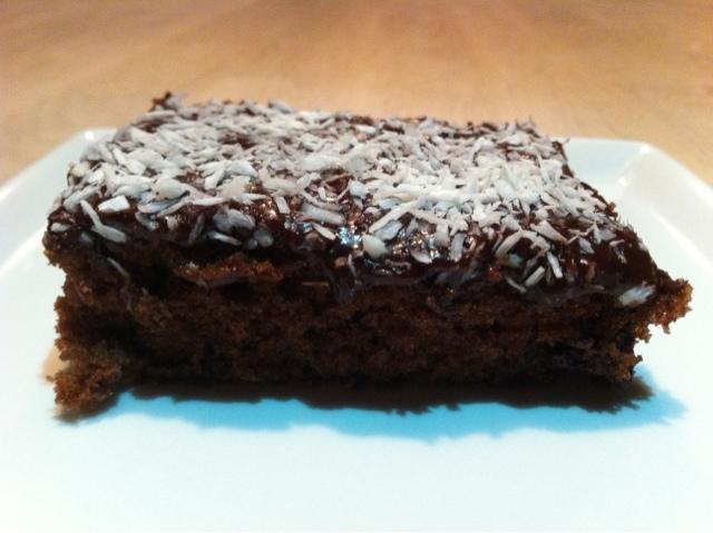 halv bagt chokoladekage