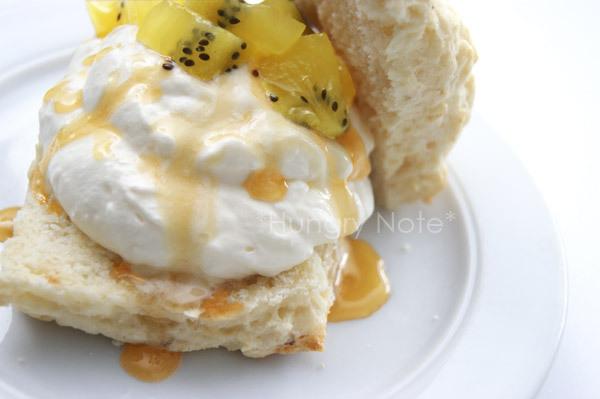 New Zealand Breakfast 1 - Manuka Honey Drizzled Yogurt Cream & Kiwi Confit With Scone