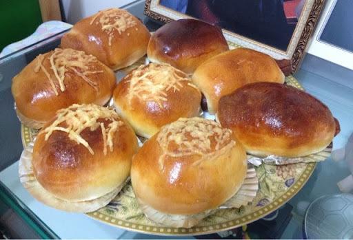 腸仔包+芝士粒粒包(麵包機搓粉,用焗爐/光波爐烘焗)