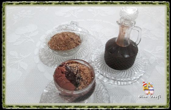 Sorvete e milk shake de chocolate, calda e farofa para sorvete